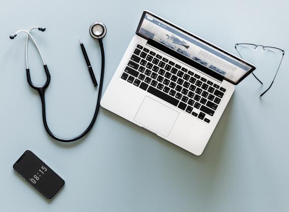 elektroniczne zwolnienie lekarskie komputer lekarza
